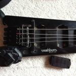 Washburn Bantam mit für diesen Bass angefertigten Le Fay Rough Crystal Pickups